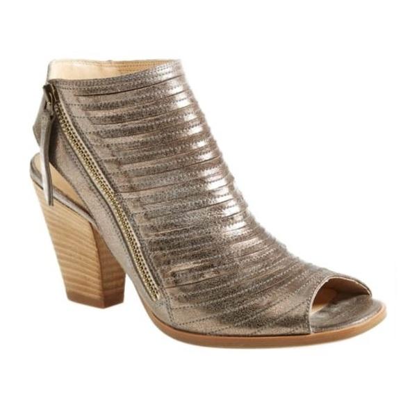 Cayanne Leather Peep Toe Sandal